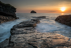 SUNSET AT THE STRAND (FRASIERESS) Tags: trebarwithstrand sunset nisifilters sea tides