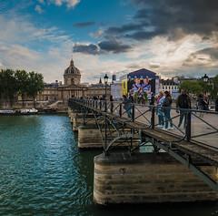 Pont des Arts - Institut de France - Paris (valecomte20) Tags: nuage ciel sky institutdefrance pontdesarts d5500 nikon paris fleuve seine