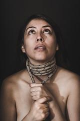 A la Soga 2 (Leandroide_m) Tags: woman mujer soga cuerda amarrada maltrato daño cuello piel skin neck