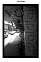 The spider bike (Guilherme Alex) Tags: bike abstract city cityscape citylife citycenter cityview mycity urban urbanization rushhour blackandwhite cars traffic jams wheels up high store shadows rush hour busy sidewalk angle perspective amateur teófilootoni minasgerais brazil life living world walking daybyday architecture autumn day sunnyday picture moldura frame samsung dv100 digitalcamera compos composition crazy perspec bw art street