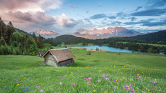 Geroldsee (SonjaS.) Tags: geroldsee garmischpatenkirchen bayern berge glühen alpenglühen bergblumen primeln flowers hütte see mountains deutschland germany canon6d sonjasayer aussicht view