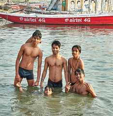 "Varanasi (toshu2011) Tags: varanasi benares banaras uttar pradesh ganga ganges river hinduism sacred city kashi india hindu ghat ghats banks ritual bathing bath life death water heritage light peace ""بنارس"" ""काशी"" ""बनारस"" ""वाराणसी"" ""ভারত"" baba guru sadhu sadhou mogul travel photography olympus em1mkii ""em1 mk2"" faith eternal boy boys young cute fun play joy kid kids playing jungs kinder buben youth smile happiness happy people teen teenager gente ragazzi twink twinks underwear shirtless langot loincloth langota male"