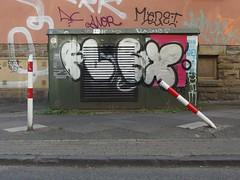 flex and stretch (mkorsakov) Tags: dortmund nordstadt hafen graffiti stromkasten poller bollard verbogen bend flex