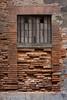 Rue Malcousinat, Toulouse (Ivan van Nek) Tags: ruemalcousinat toulouse hautegaronne 31 occitanie midipyrénées france frankreich frankrijk lavillerose nikon d7200 nikond7200 bricks redbricks bakstenen fenêtre fenster behindbars decay centreville