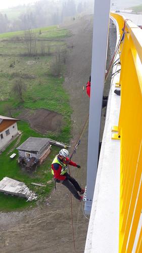 Práce vo výške svyužitím horolezeckej alanovej techniky