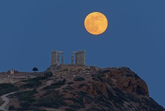 full moon rising over temple Poseidon (alexandros9) Tags: temple poseidon union ancient moon rising arica greece 29 may 2018
