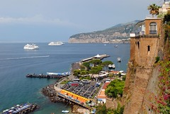 Bikes on the harbour (zawtowers) Tags: sorrento campania italy italia bayofnaples seaside town resort sorrentine peninsula wednesday 30 may 2018 warm dry sunny blue skies sunshine hot holiday vacation break summer bike motorcycle scooter parking spaces harbour view sea cruise ship