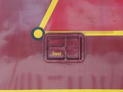 Sand (mkorsakov) Tags: münster hbf bahnhof mainstation zug train lok locomotive rot red gelb yellow retro vintage typo sand minimal spiegelung reflection