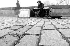 Strassenmusiker Prag Karlsbrücke / buskers prague charles bridge (jazzfoto.at) Tags: sony sonyrx100m3 rx100m3 sonyrx100iii sonydscrx100iii dscrx100iii prag praha prague tschechien czechrepublic chequia czechia repubblicaceca czechy strassenmusiker buskers musicienambulant suonatoreambulante artistaderua músicoambulante karlsbrücke charlesbridge pouličnímuzikanti sw bw schwarzweiss blackandwhite blackwhite noirblanc bianconero biancoenero blancoynegro zwartwit pretoebranco