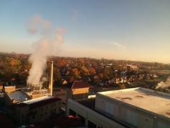 11-09-17 Dayton 05 fall color (Chicagoan in Ohio) Tags: dayton clouds sun sunhalo leaves fallcolor