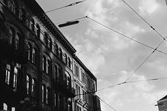 München - Munich (JSasarman) Tags: 11 35mm 400 400tx d76 kodak ls600 leica leicam m6 messucher noritsu summicron trix asph himmel rangefinder sky strasse strase street