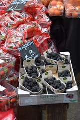 DSC_9817 London Borough Market Southwark Blackberry Very Expensive at £3 a box (Three boxes for £1 in Dalston Ridley Road Market) (photographer695) Tags: london borough market southwark blackberry very expensive £3 box three boxes for £1 dalston ridley road