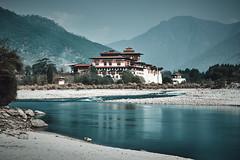 Bhutan: Punakha Dzong I. (icarium.imagery) Tags: canonef85mmf12liiusm canoneos5dmarkiv bhutan drukyul himalaya travel punakha dzong fortress river water longexposure moody architecture historic rural monastery leefilters leendgrad sundaylights