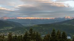 La barrière du Vercors au petit matin (pascal548) Tags: lac vercors ciel panorama isère france
