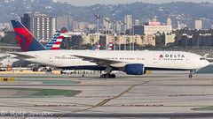 N860DA Boeing 777-200ER Delta airlines Los Angeles airport KLAX 25.01-17 (rjonsen) Tags: plane airplane aircraft aviation trippleseven airside buildings