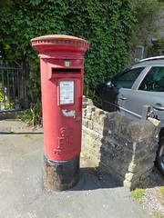Elizabeth 2 cypher B type post pillar box High Street Crickhowell 10.08.2017 (1) (The Cwmbran Creature.) Tags: po p o gpo g general post office letter red street furniture heritage great britain united kingdom gb uk
