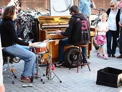 Duo and little girl (jdel5978) Tags: street rue people personnes performer musicien
