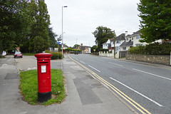 Elizabeth 2 cypher B type post pillar box junction Elgin Road and Sandbanks Road Poole 07.09.2017 (The Cwmbran Creature.) Tags: g p o gpo general post office street furniture red heritage letter great britain gb british rail class train trains railways railway
