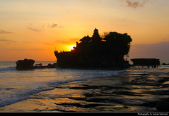 Pura Tanah Lot at Sunset, Bali, Indonesia (JH_1982) Tags: pura tanah lot rock water ocean ancient hindu pilgrimage temple landmark building historic hinduism religion religious spiritual island beach strand sky yellow orange red sun glow silhouette silhouettes pacific waves sunset ocaso sonnenuntergang coucherdesoleil pôrdosol tramonto закат zonsondergang zachódsłońca solnedgång solnedgang auringonlasku apus залез matahariterbenam mặttrờilặn 日落 日没cloud clouds cloudy wolken evening abend dusk bali 巴厘岛 バリ島 발리섬 бали indonesia indonesien indonésie 印度尼西亚 インドネシア 인도네시아 индонезия 海神廟 タナロット寺院 пура танах лот