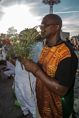 Waiting with Flowers (Ifègbemìí) Tags: respect 26thannualtributetotheancestors newyork legacy africanpeople middlepassage brooklyn ancestors beach caribbean ma'afa coneyisland africandescendants unitedstates flowersfortribute whiteclothing americas