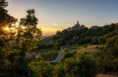 Piemonte sunset, Italy (reinaroundtheglobe) Tags: piemonte italy rocchettapalafea sunstar sunset trees landscape road oldtown hill mountain sunlight clearsky tranquility winefields
