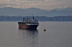 Davi & Golias (Ruby Ferreira ®) Tags: bay ship boat layers mountains