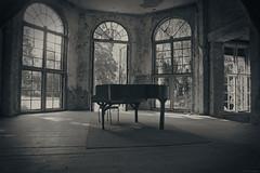 Klavier - piano (SchuhSchone) Tags: verlasseneorte lostplaces verlassen leave spuk spook alt old geist geister ruine ruin