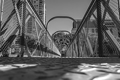Pedestrian bridge (Wal Wsg) Tags: pedestrianbridge puentepeatonal bridge puente arquitectura architecture byn bw 7dwftursdaysbw 7dwf 7dwfbw 7dwfthursdaysbw argentina argentinabsas caba capitalfederal palermo dia day street streetsbw phwalwsg canoneosrebelt6i