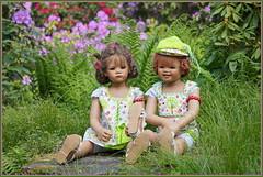 Milina und Sanrike ... unser kleiner Sitzplatz ... (Kindergartenkinder 2018) Tags: kindergartenkinder annette himstedt dolls sanrike milina gruga grugapark