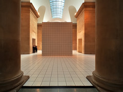 Performance set - 'The Squash', Anthea Hamilton, 2018 - Duveen Galleries, Tate Britain, London SW1 .. (edk7) Tags: olympuspenliteepl5 slrmagic8mm14rectilinearultrawideanglemanualfocuslens edk7 2018 uk england london londonsw1 cityofwestminster millbank tatebritain duveengalleries artgallery museum thesquashantheahamiltonperformanceset2018 sculpture person people architecture building oldstructure