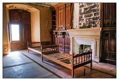 Urbex (Laetitia.p_lyon) Tags: fujifilmxt2 urbex markus château castle castel castell lit bed cheminée fireplace