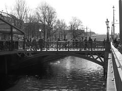 Kanalen vid Norra Hamngatan i Göteborg 27 april 2018 (biketommy999) Tags: göteborg sverige sweden biketommy biketommy999 2018 svartvitt blackandwhite vallgraven