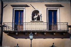 Balcone (SDB79) Tags: sulmona architettura finestra balcone casa street