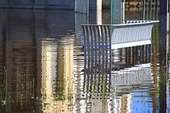 Instants aquatiques alençonnais (Tonton Gilles) Tags: alençon normandie détail urbain banc public reflets eau rivière sarthe crue parc de la providence