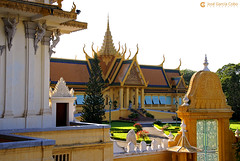 06-11-09 Laos-Camboya Phnom Penh (282) O01 (Nikobo3) Tags: asia camboya cambodia phnompenh palacioreal arquitectura architecture paisajeurbano travel viajes nikon nikond200 d200 nikondx182003556vr nikobo joségarcíacobo