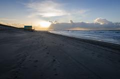Comfort place (DM1410) Tags: beach sand beachhouse sunrays seaside sea clouds view landscape seascape tracks