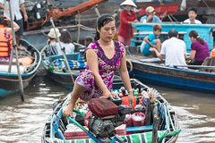 The Iron Lady, Can Tho floating market, Vietnam (E.K.111) Tags: people peopleallovertheworld candid river markets bokeh lêbình cầnthơ vietnam vn