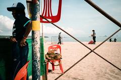 * (Sakulchai Sikitikul) Tags: street snap streetphotography songkhla sony a7s 28mm voigtlander thailand samilabeach beach seascape sea geometry
