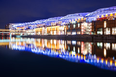 Vagues de lumière (Michael Muraz) Tags: confluence europe france lyon rhônealpes world blue bluehour building city cityscape cloud cloudy dusk mall night nightphotography nightscape reflection stairs town twilight water rhonealpes