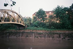 Banana Bridge (knautia) Tags: bananabridge riveravon bristol england uk may 2018 film ishootfilm olympus xa2 fuji superia 400iso olympusxa2 nxa2roll22 river avon bridge footbridge longexposure bankholiday bankholidaymonday
