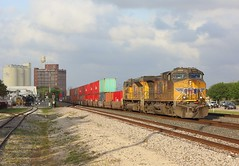 6263, Sugarland TX,  26 March 2018 (Mr Joseph Bloggs) Tags: union pacific up sunset route texas tx usa united states america sugar land train treno zug vlak bahn railroad railway container stack double merci freight cargo imperial 6263 ge general electric geac4400cw ac4400cw gevo