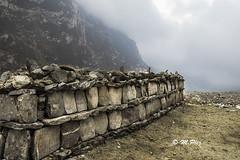 Langtang (Henry der Mops) Tags: 90a7287 langtangnationalpark landschaft berge berglandschaft mountain mountainlandscape nepal nebel stupa asien asia canoneos7dmarkii henrydermops mplez