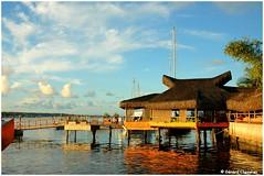 "Arraial d'Ajuda Bar sur la rivière ""Buranhém"" (gerard21081948) Tags: brésil brasil arraialdajuda portoseguro rioburanhém rivièreburanhém balsa ferry bar restaurant ciel nuages bateau eau bâtiment"