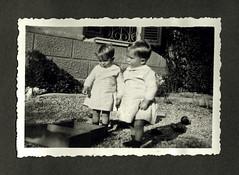 i gemelli a Vicenza - autunno 1936 (dindolina) Tags: photo fotografia blackandwhite bw biancoenero monochrome monocromo family famiglia history storia gemelli twins vignato italy italia veneto vicenza 1936 1930s annitrenta thirties vintage