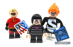 Mr Incredible vs Syndrome (WhiteFang (Eurobricks)) Tags: lego incredibles 2 disney licensed movie cartoon sequel designer superheroes polybag game console exclusive special