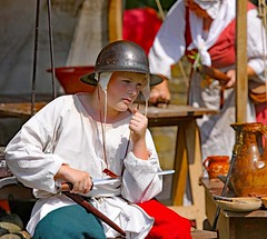 The Red Wyverns at Skipton Castle (grab a shot) Tags: canoneos5dmarkiv canon eos 5d britain uk england northyorkshire skipton skiptoncastle 2018 heritage medieval castle 1460 henryvi lordjohnclifford redwyvernsociety historical reenactment warsoftheroses hundredyearswar fifteenthcentury livinghistory war man soldier military boy