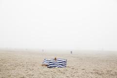 (Peter de Krom) Tags: 2018 alleen benen hoekvanholland juni klimaat kust leeg mist peterdekrom stelletje strand verlaten warm windscherm zee zeemist zeevlam zomer beach hvh sea wind screen legs girl