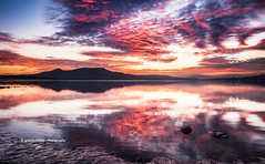 Red sunset (Ignacio Ferre) Tags: españa spain embalse embalsedesantillana agua water sunset anochecer paisaje landscape rojo red nikon madrid sierradeguadarrama airelibre nature naturaleza dusk nubes clouds reflejo reflection reservoir puestadesol cielo sky light ngc