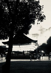 kyoto impressions. (framingthestreets) Tags: japan kyoto •canon dslr objective lens •blackandwhite blackandwhite streetphotography streetphotographer daidomoriyama streertart reality reallife livingthemoment captured framed car taxi traffic light landscape nature temple