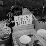 Mobile seafood sales at the end of the day thumbnail